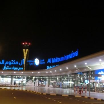 知ってました?ドバイに空港二つあるって・・・。アール・マクトゥーム国際空港。。。